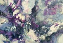 Tramas / Es una serie de acrílicos de técnica mixta sobre tela, de diferentes dimensiones. Desde el gran formato hasta el mediano. Es un  discurso íntimo, que remite a descifrar imágenes en movimiento donde el color y las sinuosidades de la forma guían  a la unicidad del ser.      En estas tramas plasmo mi sentir, con colores que atraviesan el espacio, como hilos que  se tensan en manchas  y se aflojan en espacios de luz sobre el soporte.