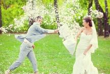 """Wedding with feathers (Свадьба с подушками и перьями). / Веселая, романтическая свадьба с """"дракой"""" на подушках. Перья и яблочные сады."""
