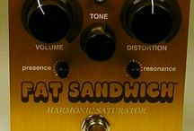 WAY HUGE FAT SANDWICH Distortion Pedal / Crunchy distortion goodness with outstanding tweakability.
