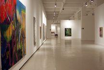 Gerhard Richter / Pintura realista basada en modelos fotográficos, pintura-pintura, sus célebres gray paintings y, especialmente, el expresionismo abstracto fueron las tendencias predominantes en las obras seleccionadas, en las que estuvieron presentes géneros tan diferentes como el paisajes, el retrato y las composiciones geométricas, entre otros.
