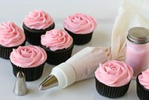 Food: Cupcakes & Cakes / Everything cupcakes and cakes. From icing to decorating ideas to recipes.