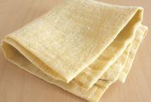 イエロー系のハンカチ・リトアニアリネン(麻) / 黄色(yellow)系のリネンハンカチを集めました。 リネンは吸収性がよく乾きやすい性質があり、 ハンカチにはぴったりです。 おまけに丈夫。