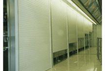 Persianas / Persianas de PVC y Aluminio Folio madera y color blanco. cotiza en contacto@puntodecoproyectos.cl