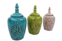 Interiør til hagen / Her er en samling av nydelige vaser, potter, puter og annet interiør til din drømmehage.