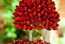 mesa com decoração de frutas