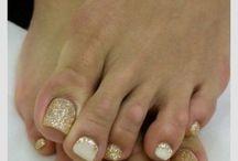 nails / by Alina Bogdan