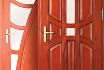 Drzwi - 1 / Drewniane drzwi zewnętrzne spełniające wysokie wymagania z zakresu bezpieczeństwa staną się ozdobą każdego domu. Szeroki wybór wzorów spełni wymagania najbardziej wymagających klientów.