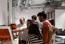 ¡Los Masters of Design and Innovation ya diseñan en el nuevo Fab Lab IED Madrid! / El Fab Lab IED Madrid, taller y laboratorio de investigación con espacio coworking, dispone de maquinaria a la vanguardia tecnológica de la que podrán beneficiarse los Masters of Design and Innovation en el desarrollo de sus proyectos. Para ello, los alumnos precisan del Machinery Course que les acredita en la utilización de cualquier herramienta y que llevaron a cabo junto a los responsables del taller, Ignacio Prieto y Daniel García.
