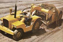 John Deere motorscrapers