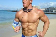 Beaux mecs en short plage - Hunks in shorts beach / Beaux mecs en short plage - Hunks in shorts beach