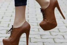 Zapatos / by Jenny Bravo