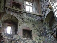 obydlí schátralé - dilapidated dwellings