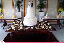 Bolo de Casamento com Camadas de Flores e Pérolas / Um Bolo de Casamento com muito charme e requinte repleto de flores e pérolas! Por Ana Barros Bolos