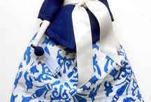 Bonecas com história / Bonecas vestidas com saias, vestidos, calças com motivos de azulejos - Beja -, pintados à mão. Todas diferentes e únicas.