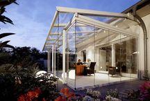 Serres/veranda's / Een serre, dé manier om meer licht en leefruimte te creëren. Met serres zijn er veel variaties in architectuur en kleurstelling. | Een combinatie van een serre en veranda? Ook dat kunnen wij verzorgen, compleet met onderbouw van schuifpuien, tuindeuren of vouwwanden! Bel of mail ons gerust voor meer informatie of een offerte (0318-472114/ verkoop@esseveld.nl)