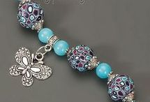 Šperky- náramky, náušnice- z korálků, háčkované