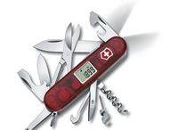 Nože s LED svetlom / Vreckový nôž veľkosti 91 mm s LED svetlom a množstvom iných funkcií.