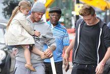 Ini Gaya Beckham dan Sang Buah Hati Saat Makan Siang / Dengan style sporty, David Beckham mengajak kedua anaknya, si sulung Brooklyn Beckham dan si bungsu Harper Beckham makan siang bersama. Bagaimana style ayah dan anak ini? http://ids.ms/3gC4B04k