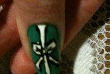 első / nail