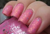 Nails / by Najma Tatiana