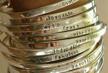 joyas / Maxi collares, anillos, pulseras, aros y otros accesorios.