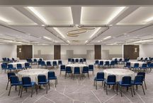 Le Méridien Nice / Create dynamic and wow-effect with a large and eye-catching carpet design in large public spaces. This is what Le Méridien in Nice did in their newly renovated conference centre with DW TWIST carpets from Dansk Wilton.