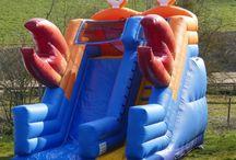 Toboggan Gonflable / Un toboggan gonflable est une attraction particulièrement prisée par les enfants.  La qualité de toutes nos attractions gonflables est la plus grande sur le marché, tous nos toboggans sont robustes et normés AFNOR EN 14960