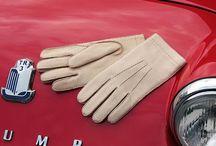 Guanti da guida / I guanti da guida Restelli sono l'accessorio dedicato a chi ama guidare. Le nostre creazioni rendono la guida un momento di grande piacere; l'attenta selezione di materiali pregiati dona un comfort eccezionale, libertà di movimento e tanta, tanta sicurezza.
