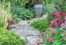 Garden Paths and Walkways / In this board we share beautiful photos and how to guides of Garden Paths and Walkways. Click follow to get some ideas!