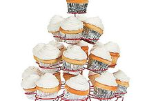 wire cupcake holder / by Dusti Akers