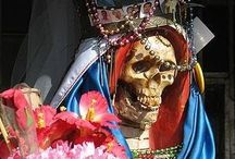 El culto a la Santa Muerte en México / Santa Muerte (Spanish for Saint Death), female folk saint venerated primarily in Mexico and the United States. A personification of death, she is associated with healing, protection, and safe delivery to the afterlife by her devotees.  #santa muerte #mexico #la catarina #muerte #dias de la muerte
