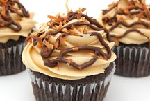 cupcakes are the yum / by Melody Heu