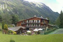 Hotel Jeu de Paume Chamonix / chalet hotel de luxe Le Jeu de Paume**** est situé dans un hameau à 1250 mètres d'altitude, dans la vallée Chamonix-Mont-Blanc.