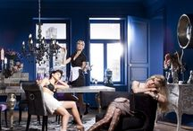 Kare Design / KARE to wiecznie żywy lifestyle, jednorazowa w branży meblowej inscenizacja mebli, lamp i artykułów wyposażenia wnętrz.   Styl KARE jest designerski, świadomy swojego stylu i emanuje radością życia, która osiąga coraz większą liczbę ludzi. Filozofia i radość życia odbija się w ekstrawaganckich produktach, reedycjach, eleganckich dekoracjach, dodatkach glamour i wielu innych.