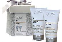 Naturkosmetik für Männer / Auch Männer können und sollten sich natürlich Pflegen. Im Bereich der Bio- und Naturkosmetik gibt es mittlerweile ein breites Angebot an hochwertiger und veganer Kosmetika.