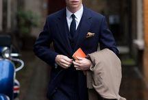 Outfit, Anzüge und Dresses / Schicke Outfits für den Arbeitsalltag. Passende Anzüge zu Krawatten, Fliegen und eleganten Bindern.