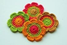 crochet - fleurs, coeurs, étoiles, papillons