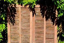 Antique and old building materials / Waarom zou je bij het verfraaien van een woning alleen maar naar het interieur kijken? Vaak is de buitenkant juist hetgeen wat de eerste indruk geeft. En ook kleine details zou je niet moeten vergeten omdat de details het juist helemaal afmaken! Dit bord is dan ook bedoeld ter inspiratie en als idee van wat er allemaal mogelijk is.