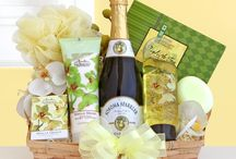 Unique And Affordable Gift Baskets For Loved One  / You can get unique and affordable gift baskets for loved one online from giftblooms.com