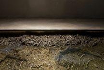 Tres Aguas. Un proyecto para Toledo / Conjunto escultórico realizado por la artista Cristina Iglesias para Toledo. Sus tres actuaciones -en la Torre del Agua, la Plaza del Ayuntamiento y el Convento de Santa Clara- plantean un diálogo entre Toledo y el río Tajo.