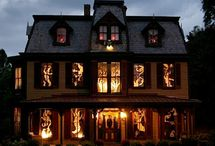 Outdoor Halloween Decorations / Scare the neighbors and everyone trick or treating this Halloween with some wicked good Halloween decorations.