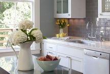 Inspiring Kitchens / Kitchen ideas and design, DIY ideas, cabinets and shelves, kitchen remodels, and organization ideas.