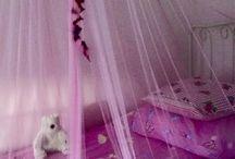 My granddaugters bed. / I make it self.