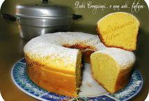 torte e pane nel fornetto pentola.