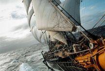 Embarcações veleiros e lanchas