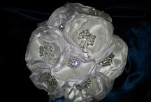 Wedding bouquets with brooches