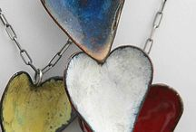 jewellery- Colour on metal / ideas and techniques including enamel, paint, patinas and more.