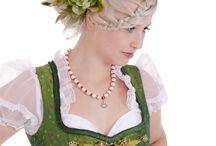 Dirndlfrisuren - www.trachtenheimat.de und www.kornhair.de / Zum trachtige Outfit die passenden Frisuren und Styles! Perfekt für die Wiesn, Gäubodenfest ...