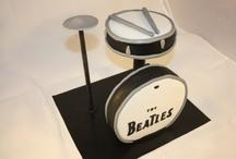 Tartas con forma - talladas / Bizcochos esculpidos, tartas talladas con diferentes formas de objetos.