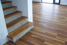 IROKO - MASIVNÍ PODLAHA - REALIZACE / realizace masivní podlahy z exotického dřeva IROKO https://podlahove-studio.com/prkna/865-iroko-drevena-masivni-podlaha.html